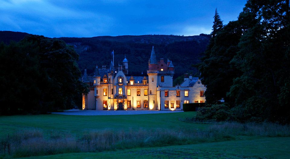 Aldourie Castle Is A Unique And Inspiring Place To Relax Indulge Enjoy Good Times With Family Friends Set Within Private Estate Guests Take