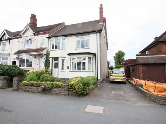4 Bedroom Property For Sale In Stourbridge Road Dudley West Midlands 175 000 Property Property For Sale House Styles