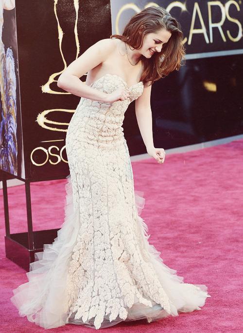 Perfect dress for a beautiful lady!   Kristen Stewart-Actress ...