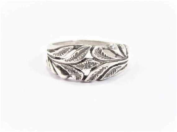 Vintage Laurel Wreath Sterling Ring Size 10 by darsjewelrybox