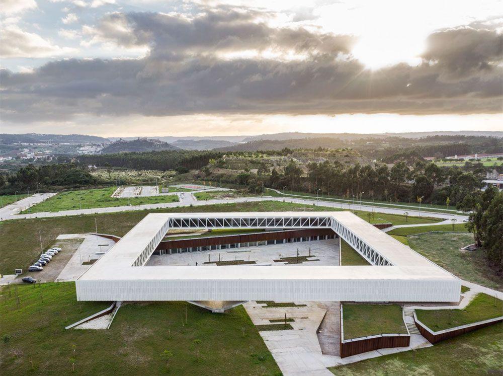 Schwebendes Quadrat: Technologiezentrum von Jorge Mealha #urbaneanalyse