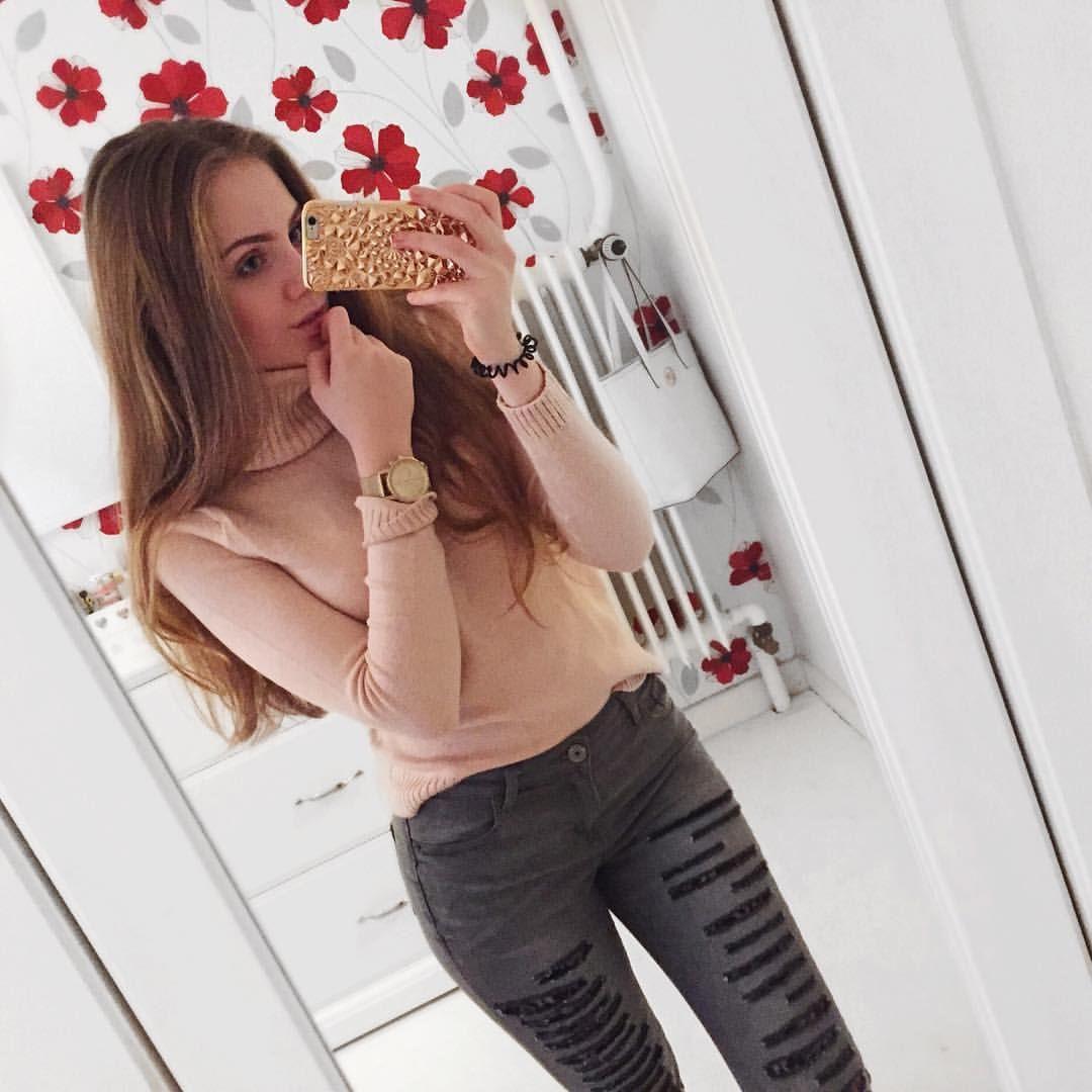 """  17   russian roots  on Instagram: """"hey leute sorry, dass ich nicht soo viel poste zurzeit. klausurenphase, ihr wisst glaub ich alle, was das heißt. das kotzt so an, weil ich ganz genau weiß, dass ich diese dinge nie im leben brauchen werde, aber ok. ps ; rollkragenpullover sind voll mein ding in letzter zeit. ☃   jeans by @rebelliousfashion #rebelliousfashion"""""""
