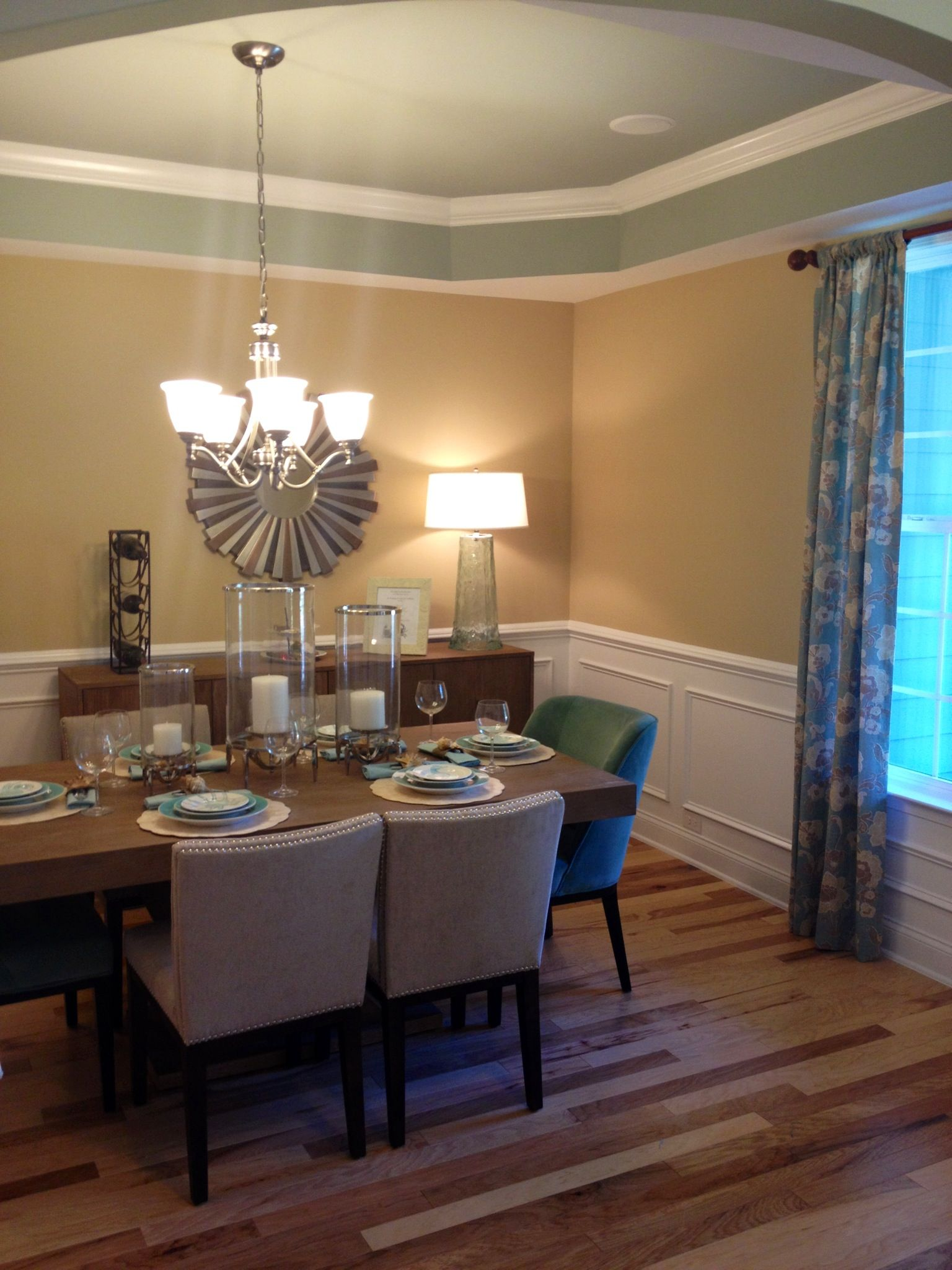 Candiles y colgantes son buena opci n para un comedor - Iluminacion para comedor ...