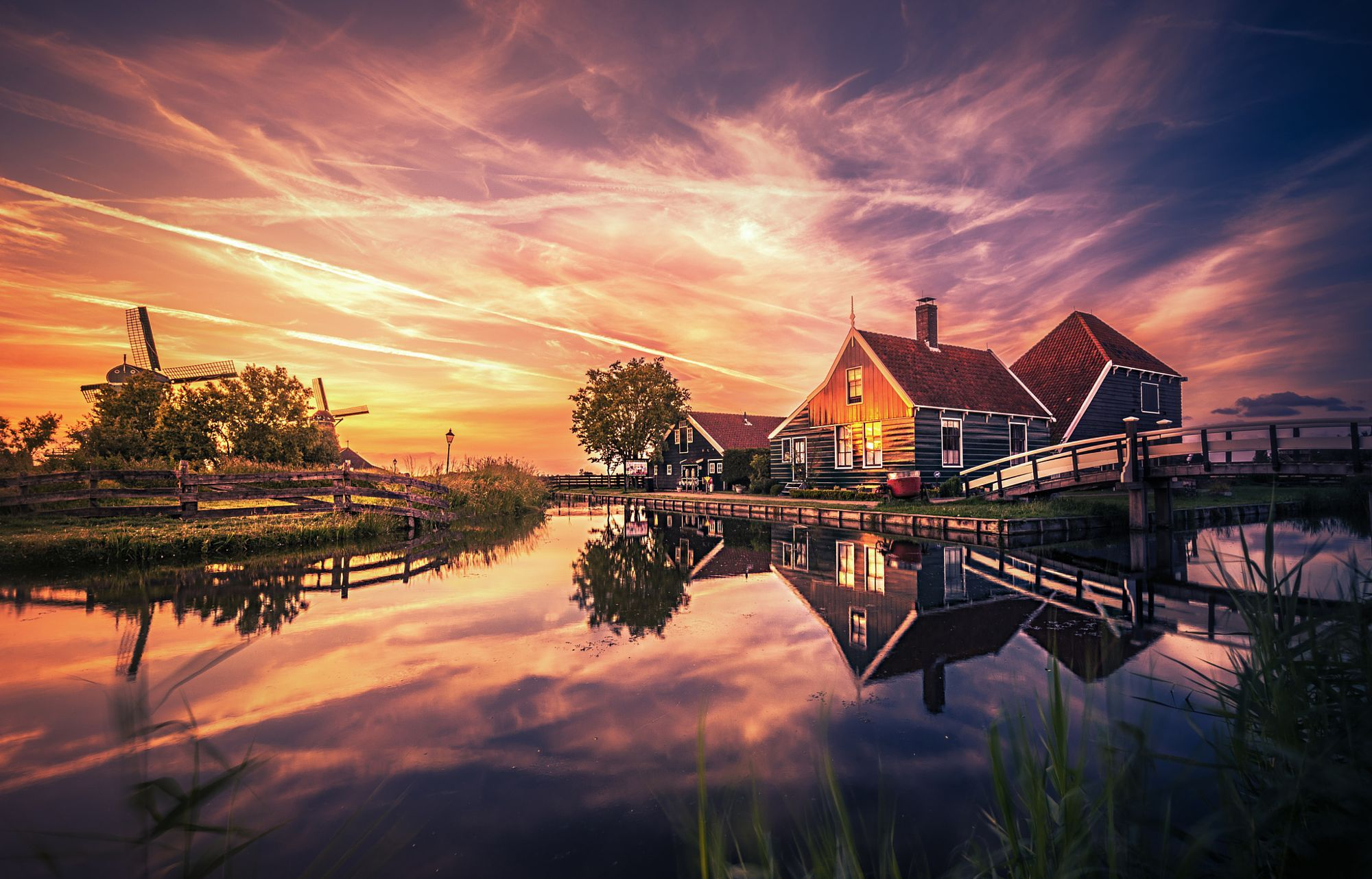 Just a stone's throw away from Amsterdam, Zaanse Schans gives a glimpse of the traditional Dutch way of life in the 17th and 18th centuries. Packed with wooden windmills, barns, houses and museums built in the typical Dutch wooden architectural style.