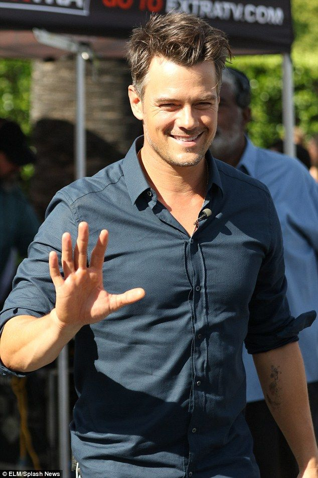 He S A Family Man Josh Duhamel Takes Mum As A Date To Appear On