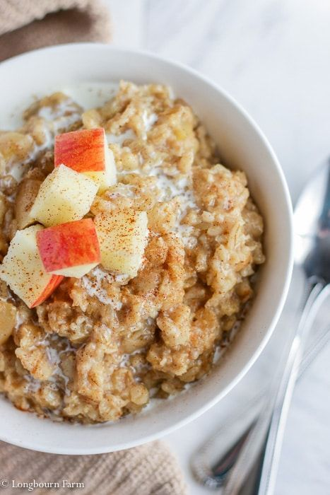 Apple cinnamon Instant Pot Oatmeal is a delicious breakfast that cooks in just 3 minutes! An easily customizable base oatmeal recipe that is easy to make and keep warm before the kids wake up for a good breakfast on a busy morning! #breakfast #instantpot #oatmeal #instantpotoatmeal #instantpotbreakfast #oatmealbreakfast #applecinamon #applecinnamonoatmeal #appleoatmeal #homemadeoatmeal #homecookedbreakfast #homecooking #fromscratch