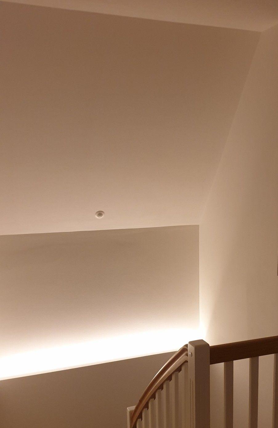 Rgb W Led Beleuchtung Mit Bewegungsmelder Von Unten An Wand Und Decke Im Treppenaufgang Mit Bildern Beleuchtung Indirekte Beleuchtung Led Beleuchtung