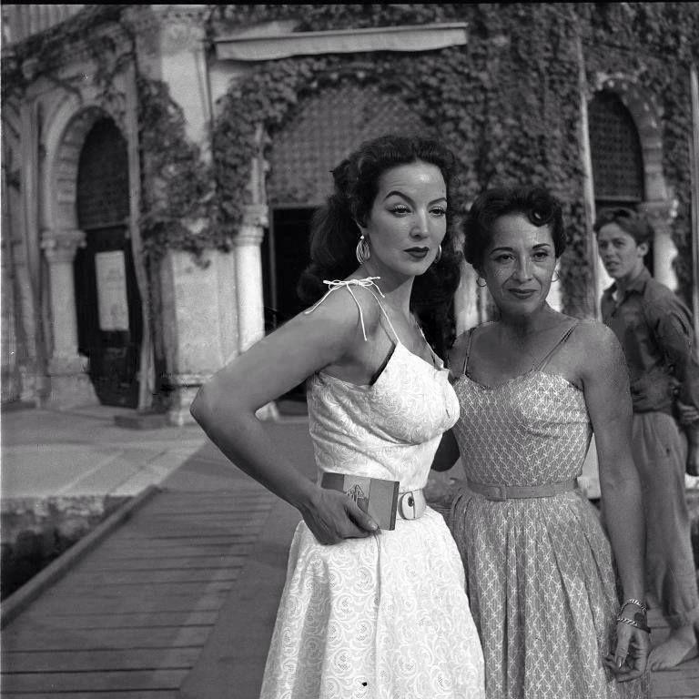 Posando para la foto con ceja levantada y vestido dominguero mar a f lix iconos maria felix - Ann diva del passato ...