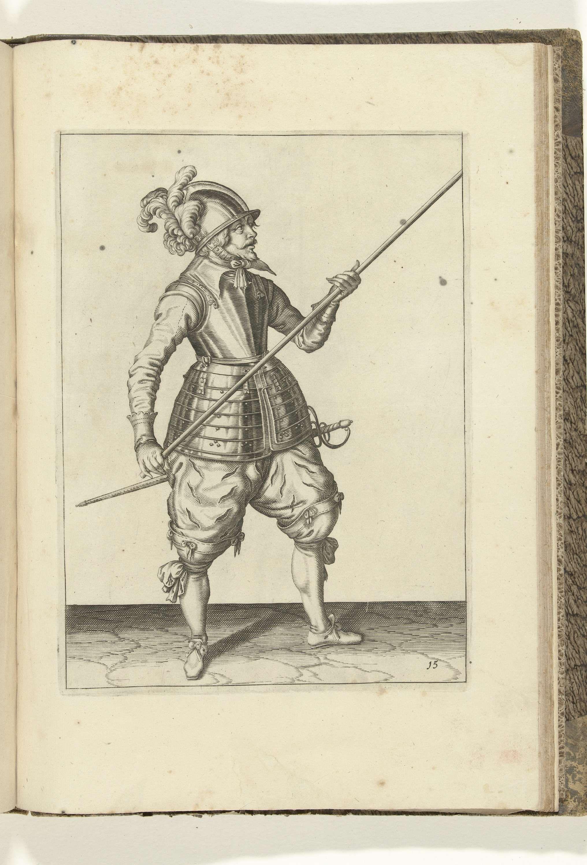 Jacob de Gheyn (II) | Soldaat die zijn spies met beide handen bij zijn rechterzijde draagt, de punt schuin omhoog gericht (nr. 15), ca. 1600, Jacob de Gheyn (II), Robert de Baudous, Hendrick Laurensz, 1597 - 1608 | Een soldaat, ten voeten uit, die een spies (lans) met beide handen bij zijn rechterzijde draagt, de punt schuin omhoog gericht (nr. 15), ca. 1600. Dit is de eerste handeling voor het op de grond plaatsen van de spies. Plaat 15 in de instructies voor het hanteren van de spies…