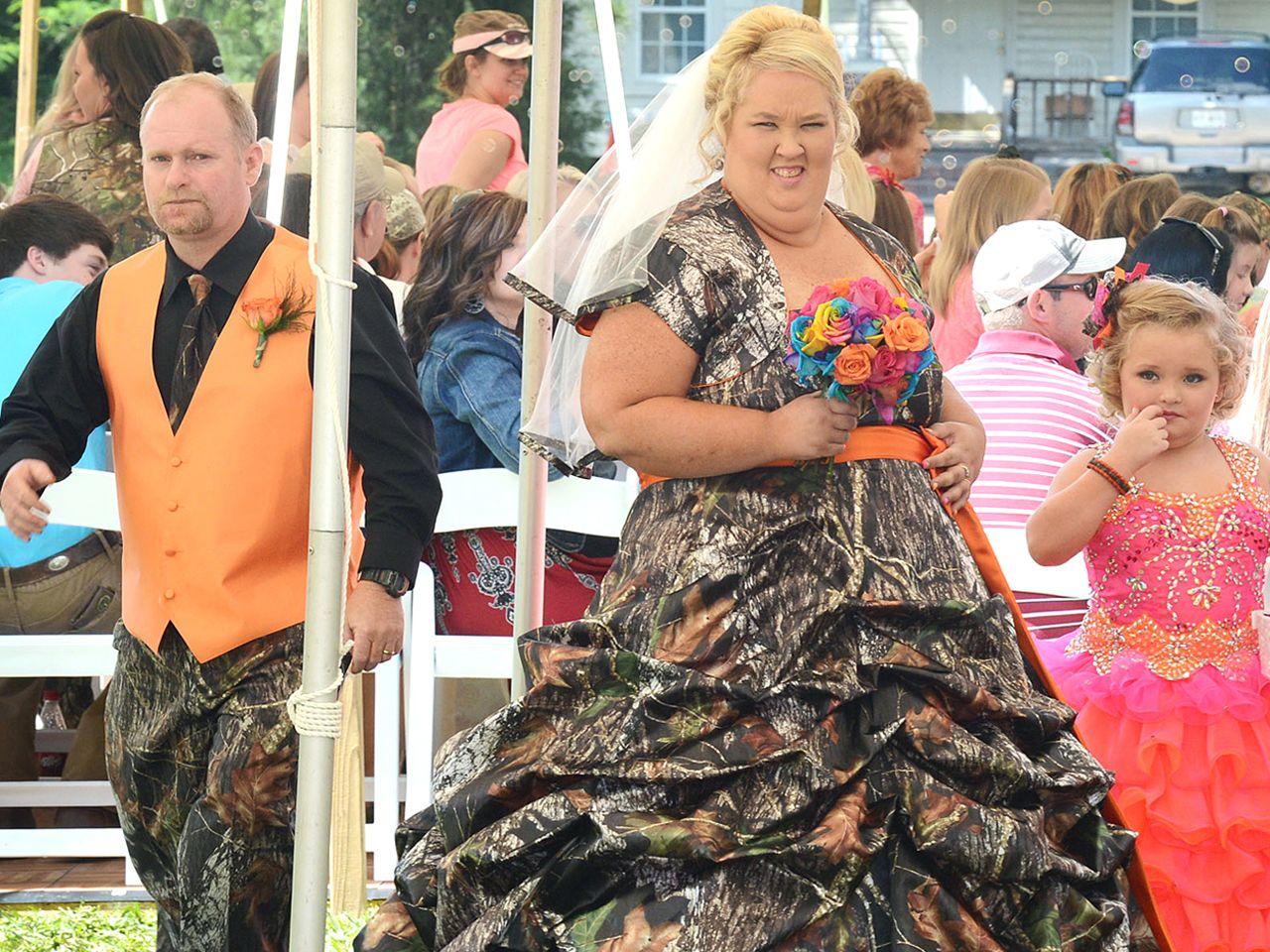Did Honey Boo Boo S Mama June Sugar Bear Exchange Vows Weird Wedding Dress Mama June Worst Wedding Dress