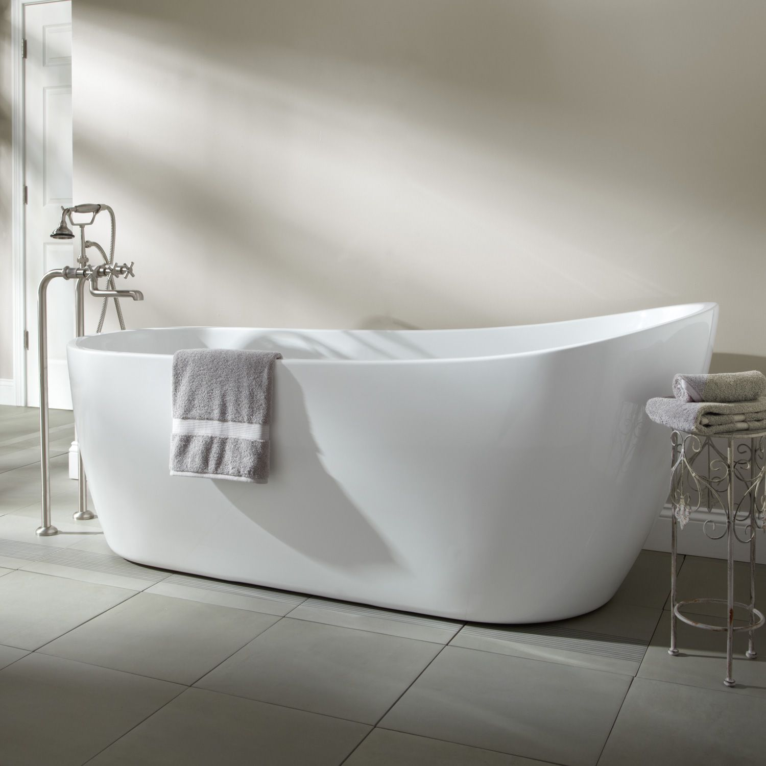 Sale   60 Sheba Freestanding Acrylic Slipper Tub