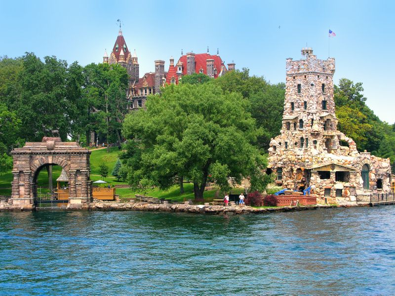 thousand islands ontario adventures boldt castle. Black Bedroom Furniture Sets. Home Design Ideas