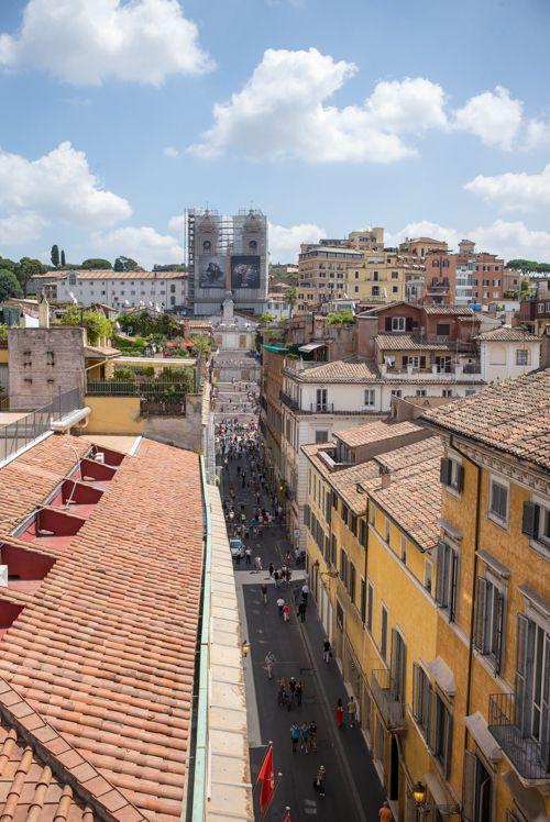 portrait-roma-room-balcony-view