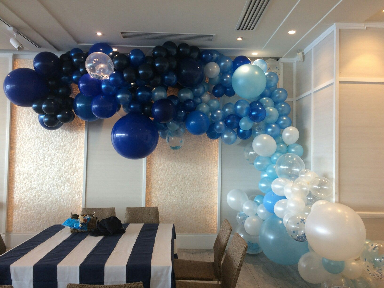 Organic balloon garland in ocean colours themes this wall