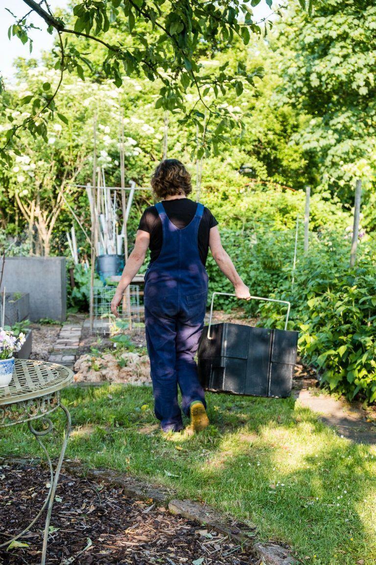 Eine Komposttoilette Fur Den Garten Blumen Kohl Rock N Roll Blumenfurgarten In 2020 Garten Leisure Activities Enjoyment