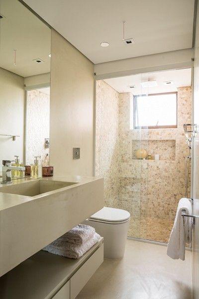 Inspirese nesse apê com predomínio de madeira e texturas  Melhores ideias s -> Como Fixar Armario De Banheiro Na Parede