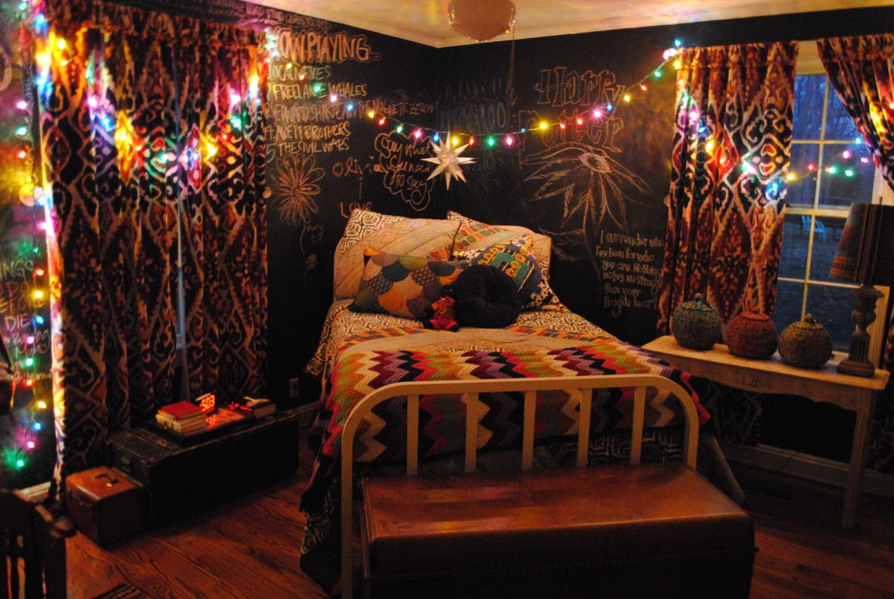 I Love Hanging Christmas Lights In My Room To Use As Decoration And Kind Of A Night Light Hipster Room Indie Bedroom Hipster Bedroom