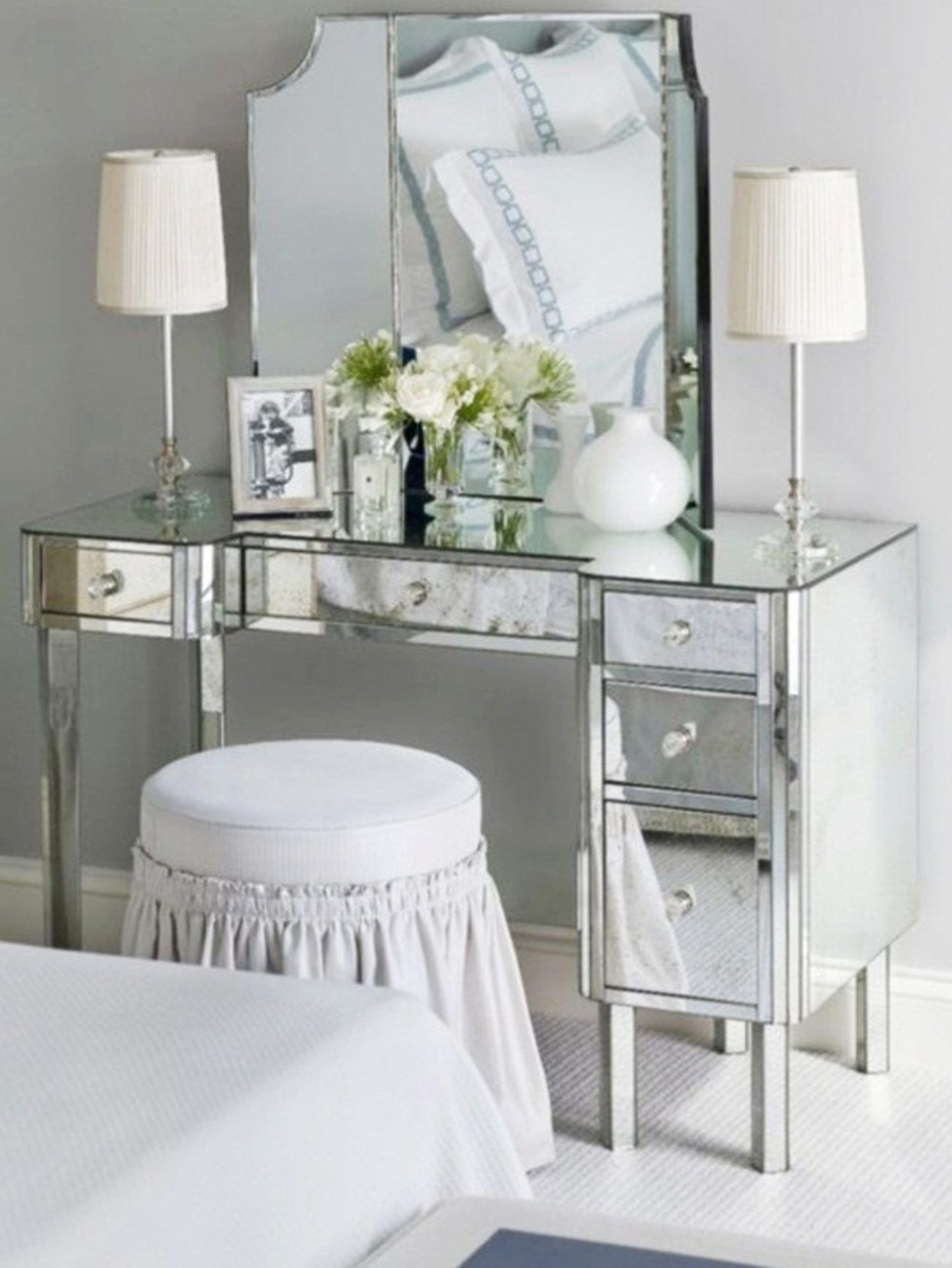 Beautiful vanity dressing table with lights Because your