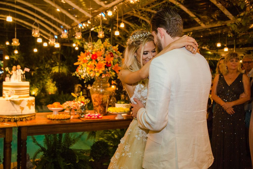 Casamento rústico-chique: valsa dos noivos