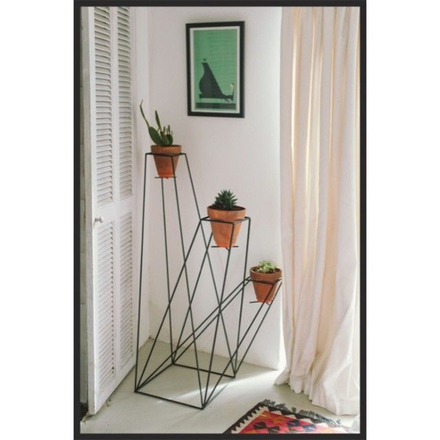Love the geometric wire frame design of this plant pot holder.