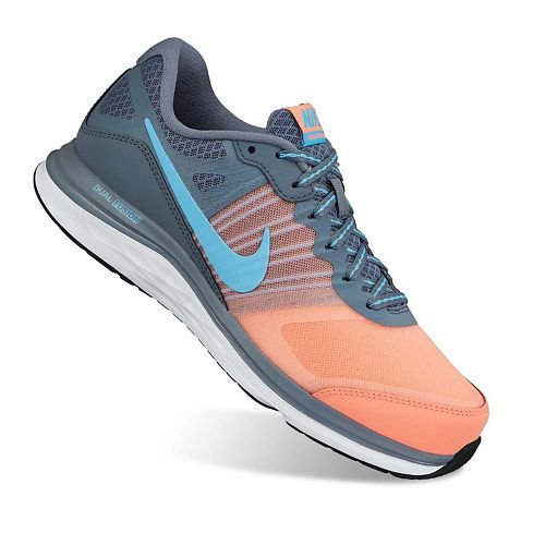 Lightweight and comfortable, these women's Nike Dual Fusion X training shoes  let you focus on your workout. In gray/coral/blue.