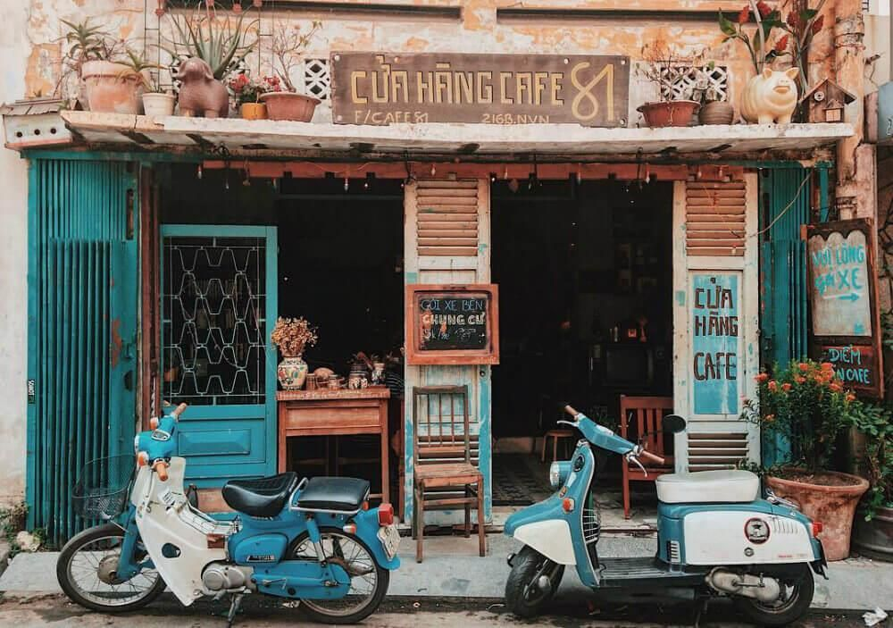 Among The Hustle And Bustle Of City Life Take A Moment To Stay Away From The Pressure Of Modern Life Or Vintage Coffee Shops Coffee Shop Design Vintage Cafe