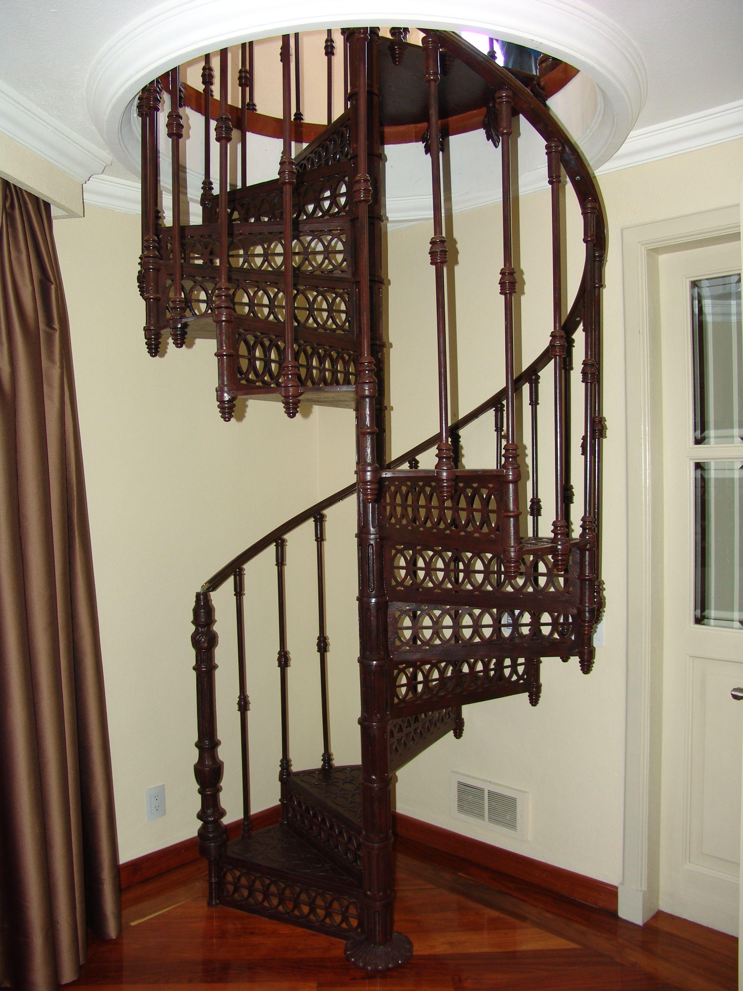 Escalera de caracol fierro colado pasamanos bronce | Escaleras ...