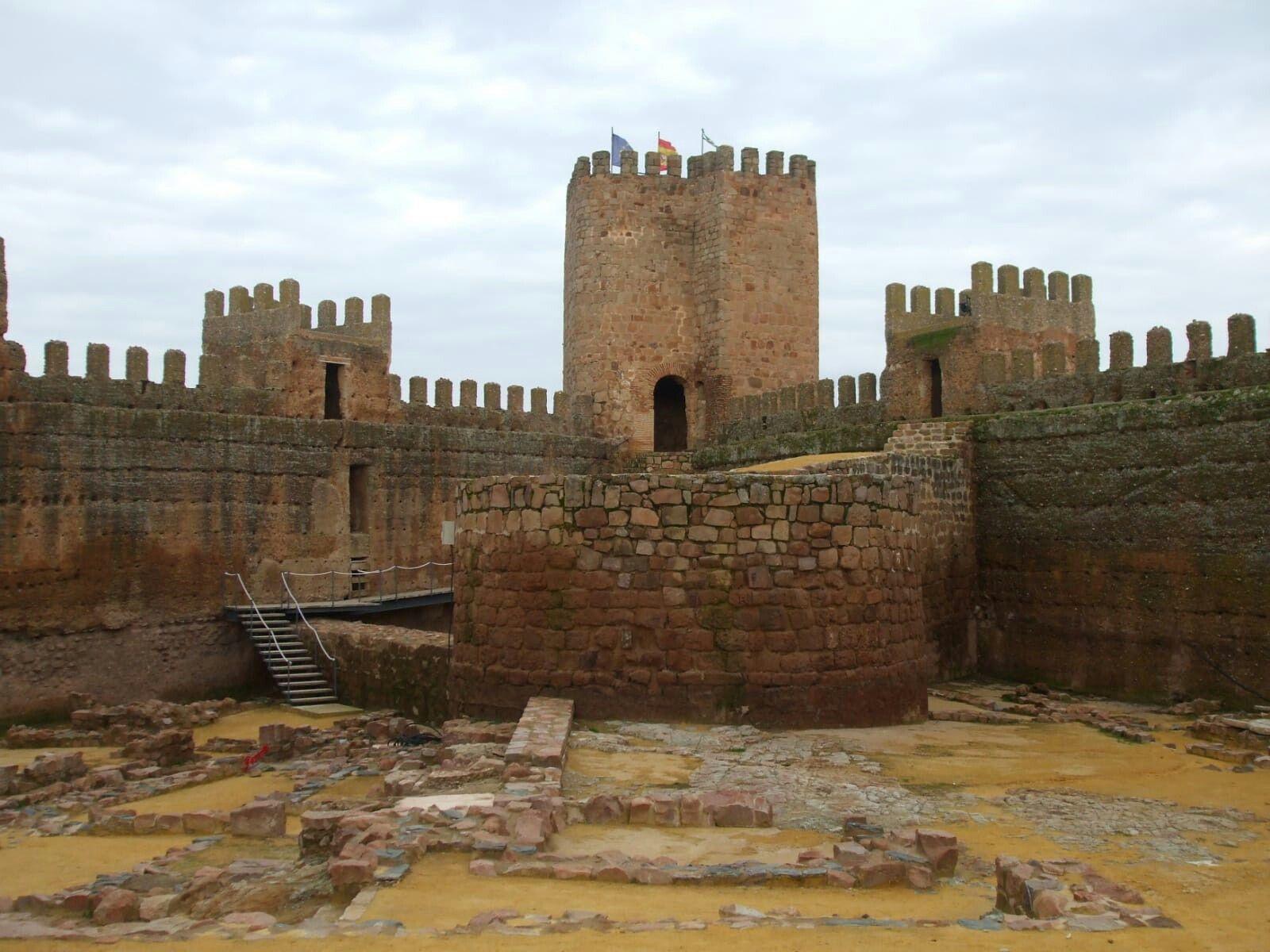 Castillo De Banos De La Encina Jaen Viajes Castillos Banos