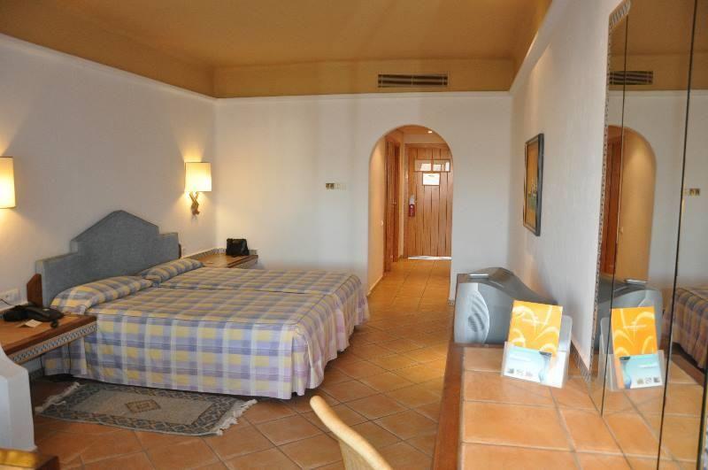 ./galeries/38/chambre-hotel-riu-agadir-maroc-02.jpg