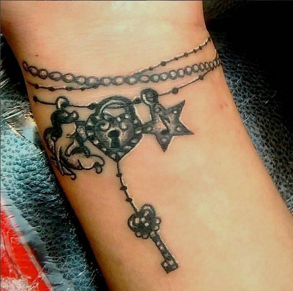40 Beautiful Bracelet Tattoos For Men Women: Pin By SMARTsteppers On Tattoo