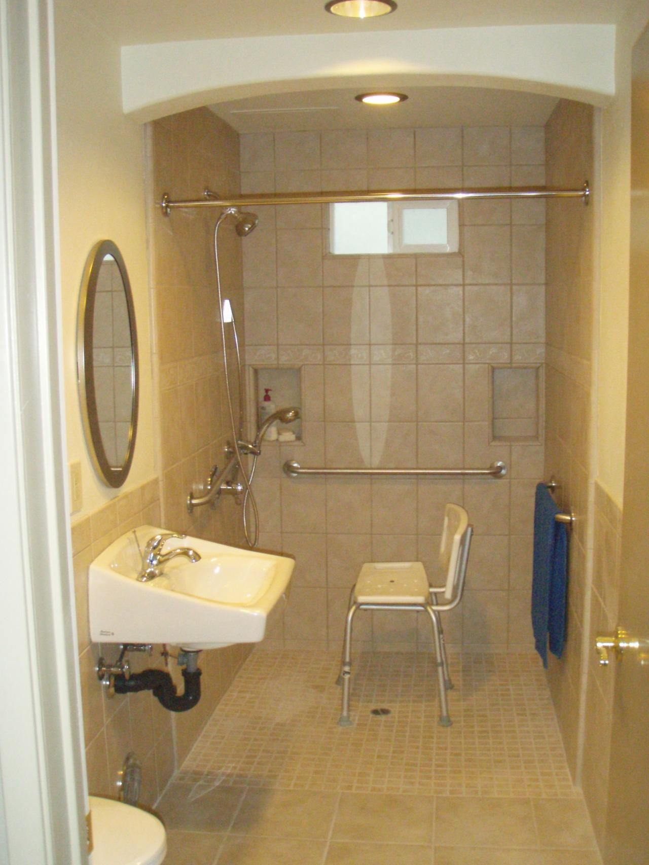 Bathroom remodels for handicapped handicapped bathroom for Home restroom design
