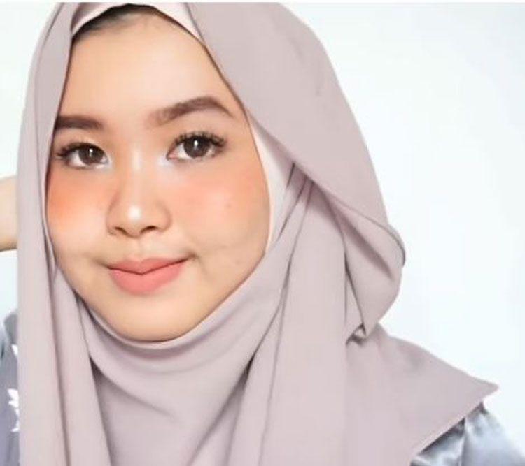 Tutorial Hijab Wisuda Jilbab Segi Empat Hijab Tutorial Hijab Hijab Fashion