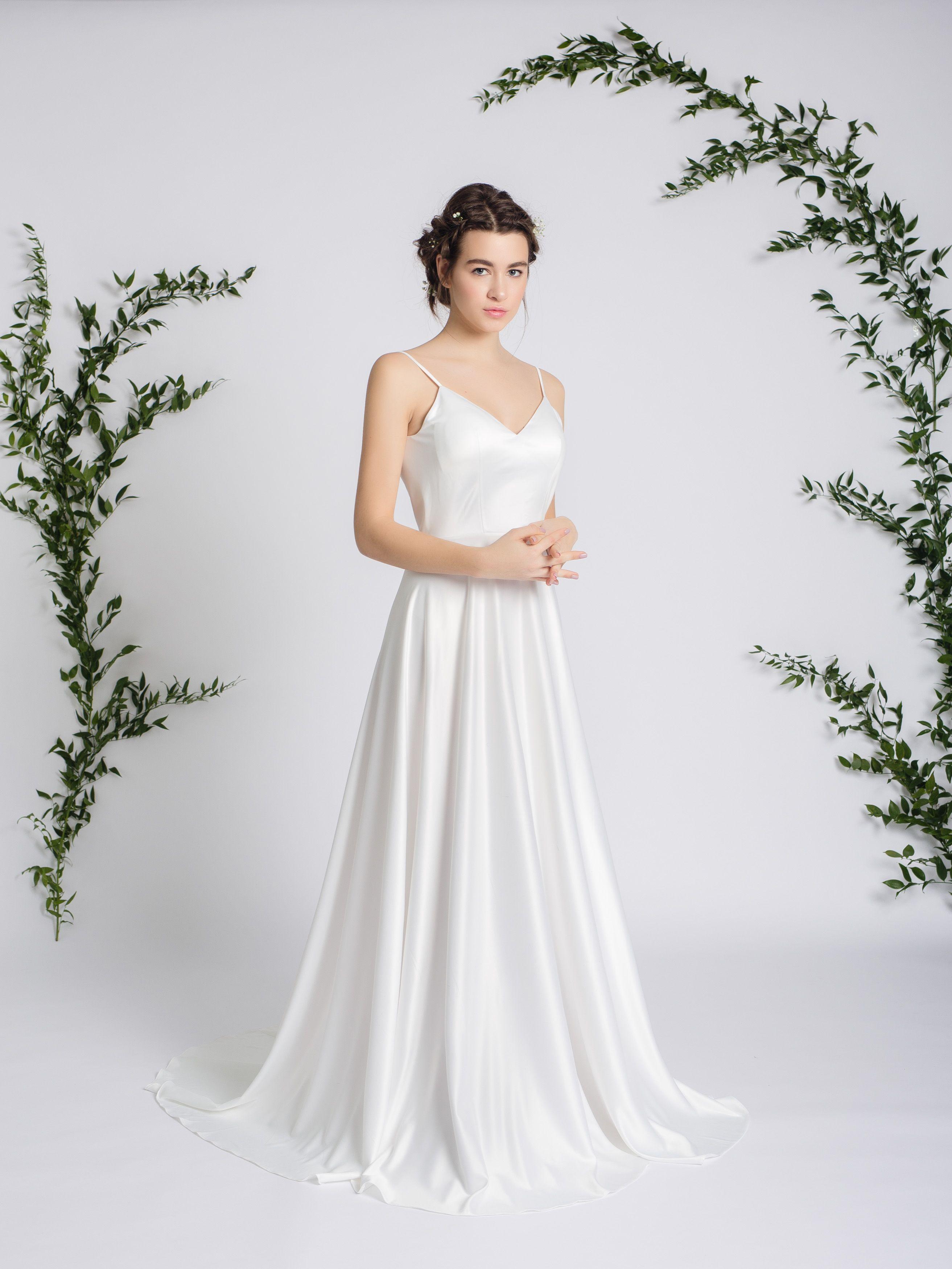 3c22ab00909 Легкое воздушное шелковое свадебное платье 2019 молочного цвета.   weddingdress  weddress  свадебноеплатье