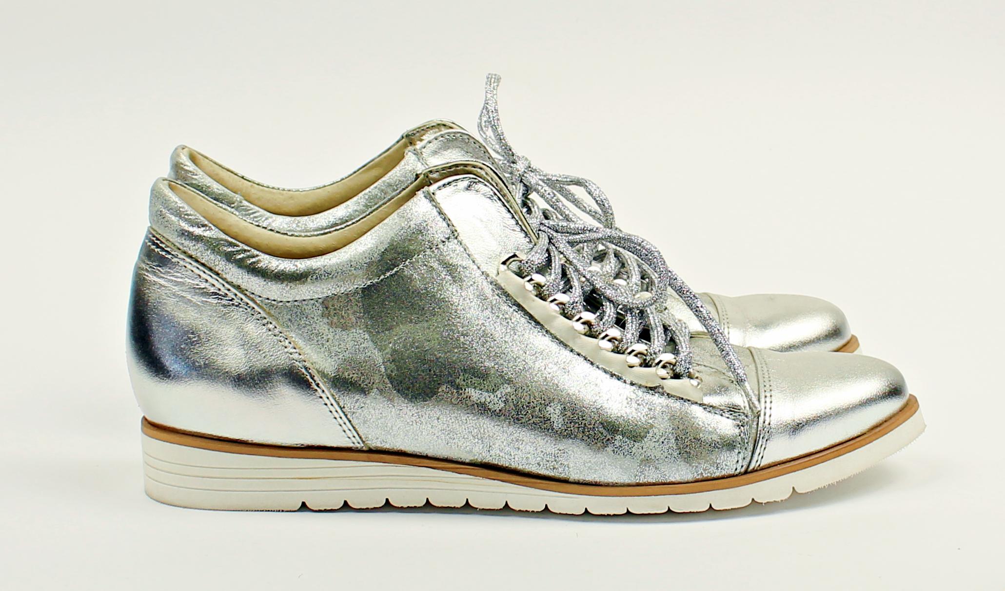 Srebrne Blyszczace Polbuty Na Wiazanie Na Bialej Podeszwie Www Buciarnia Pl Vans Old Skool Sneaker Vans Sneaker Vans