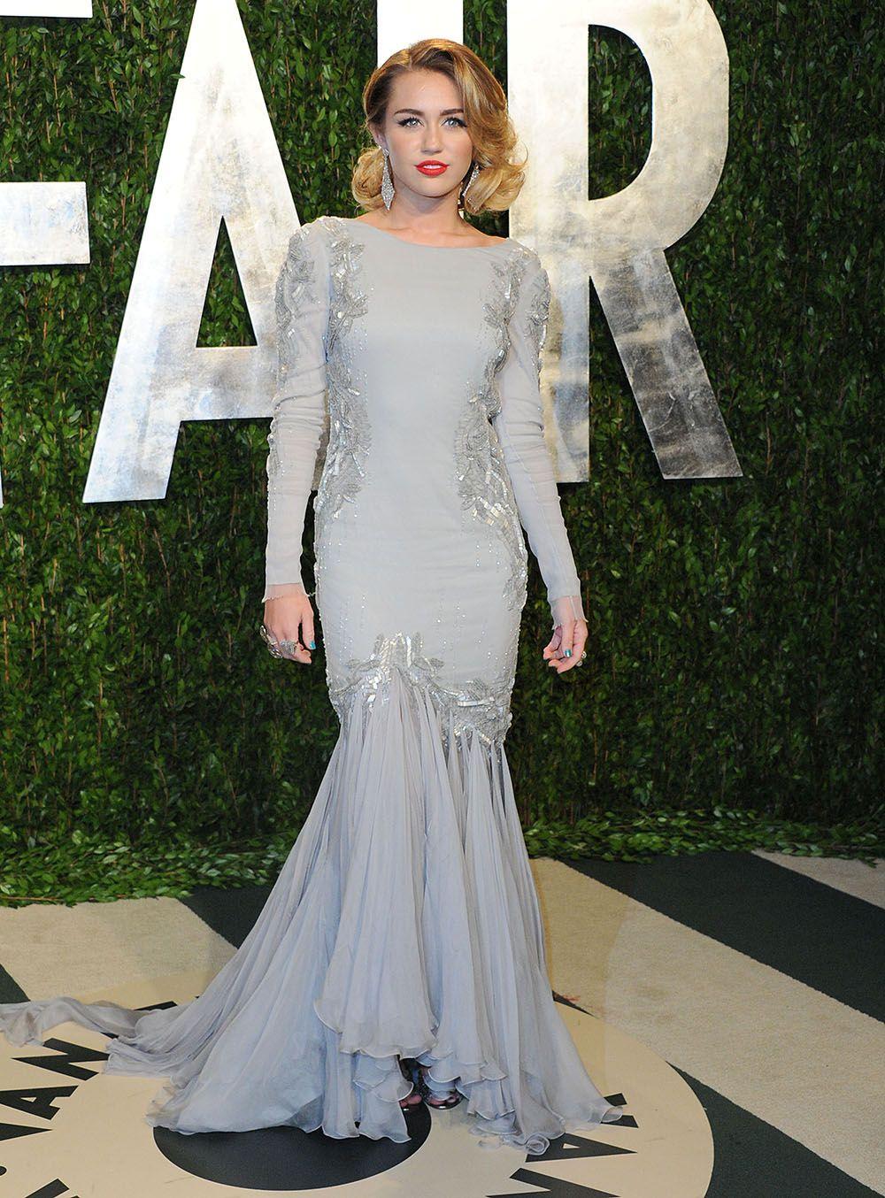 50 Shades of Grey (dresses) Scarlett Johansson in a grey dress