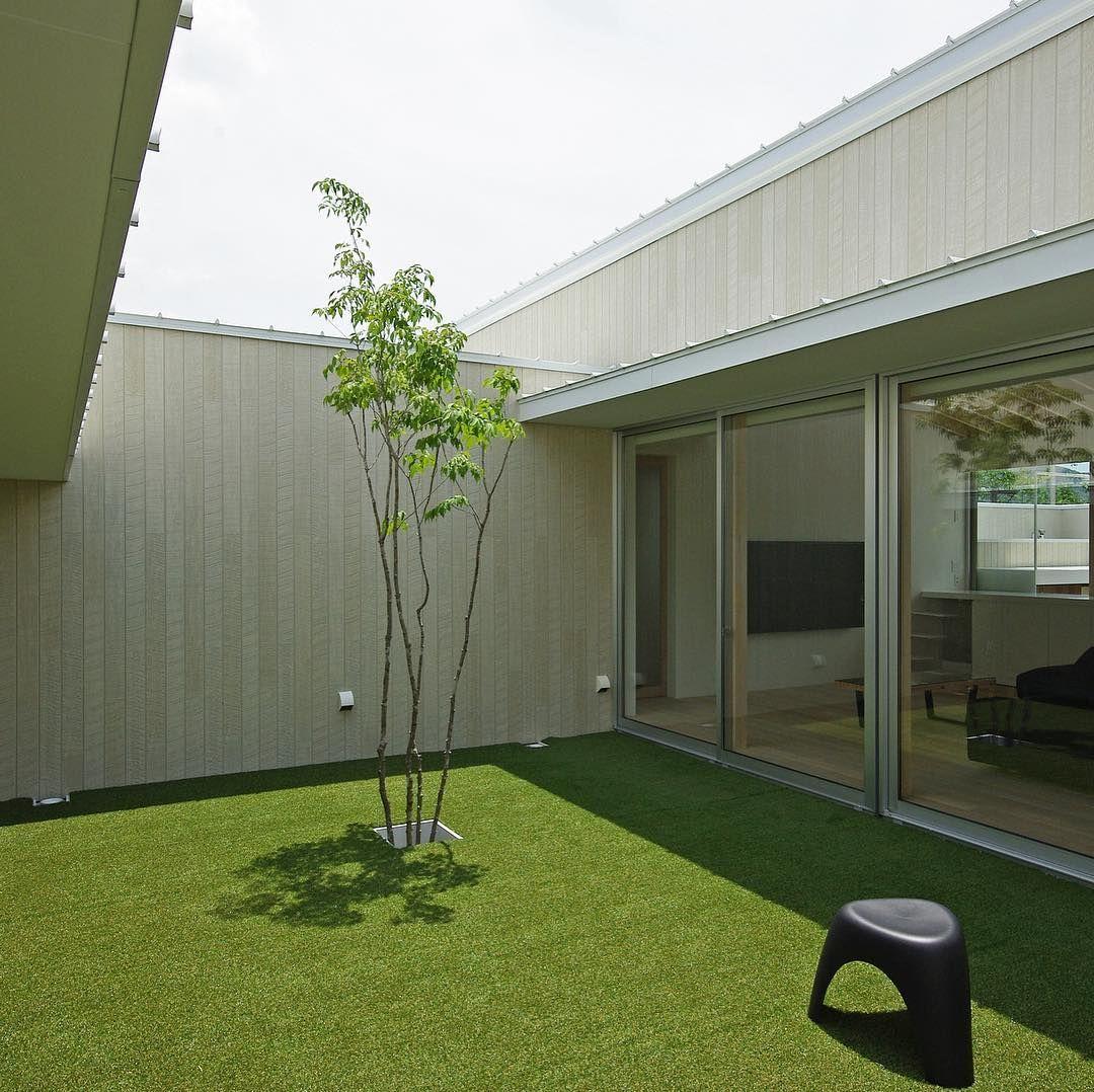 豊橋の家 2015年竣工 バーベキューやプールなど楽しめる中庭 床は