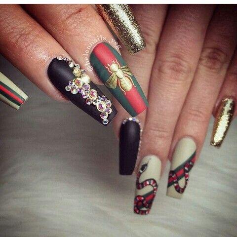 nail addicts💯gucci inspo  black nails glam nails chic