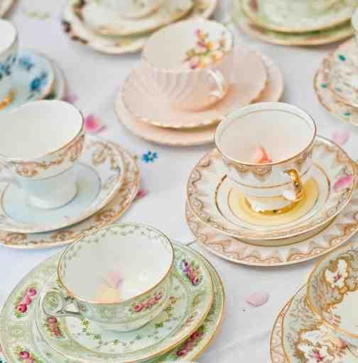 love these vintage mismatched tea cups!!