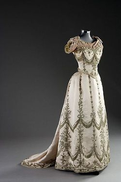 I could see Vivian Sinclair in this gown in THE BRIDE WORE BLUE.
