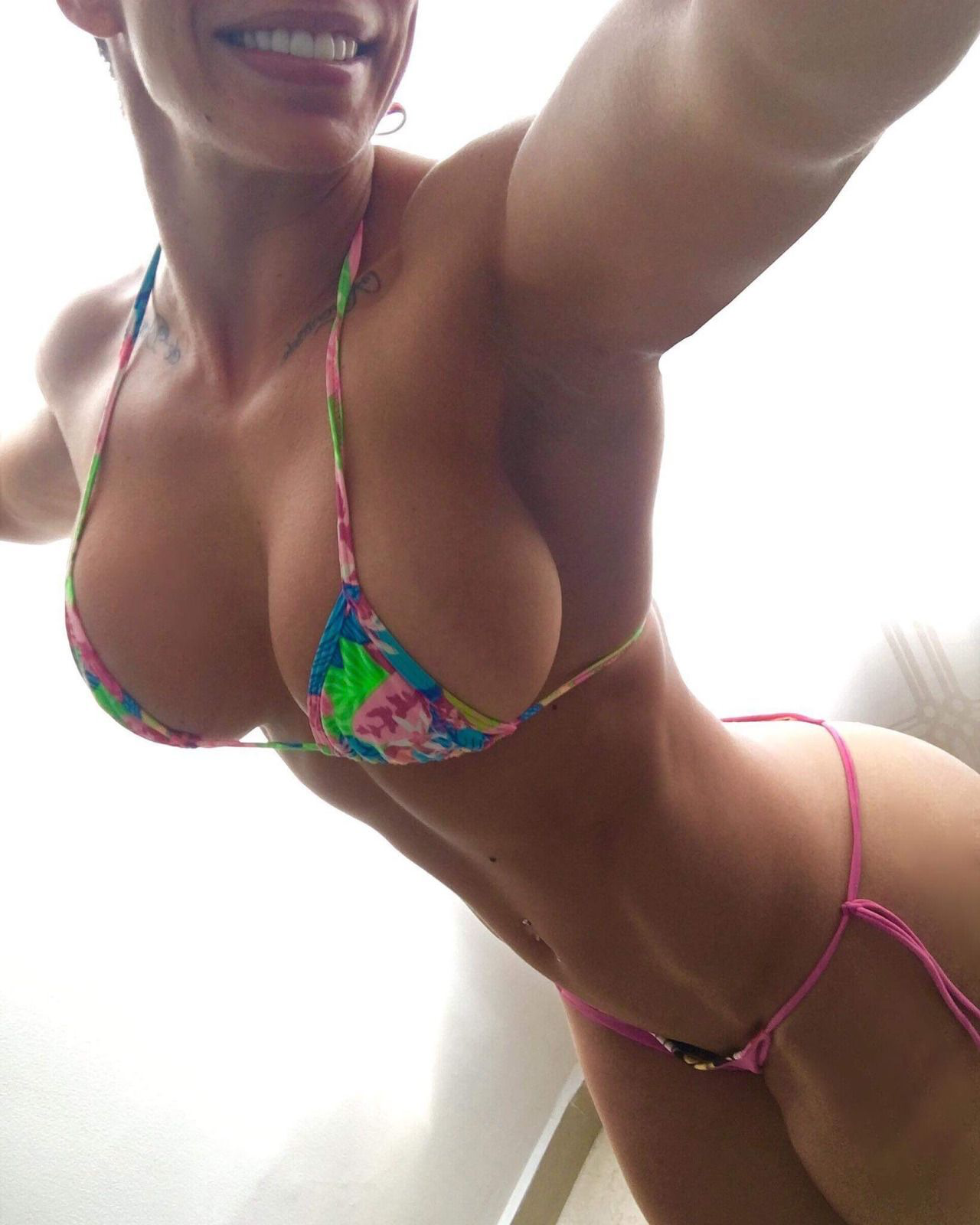 Nackt perfekter frauenkörper Nackte Frau