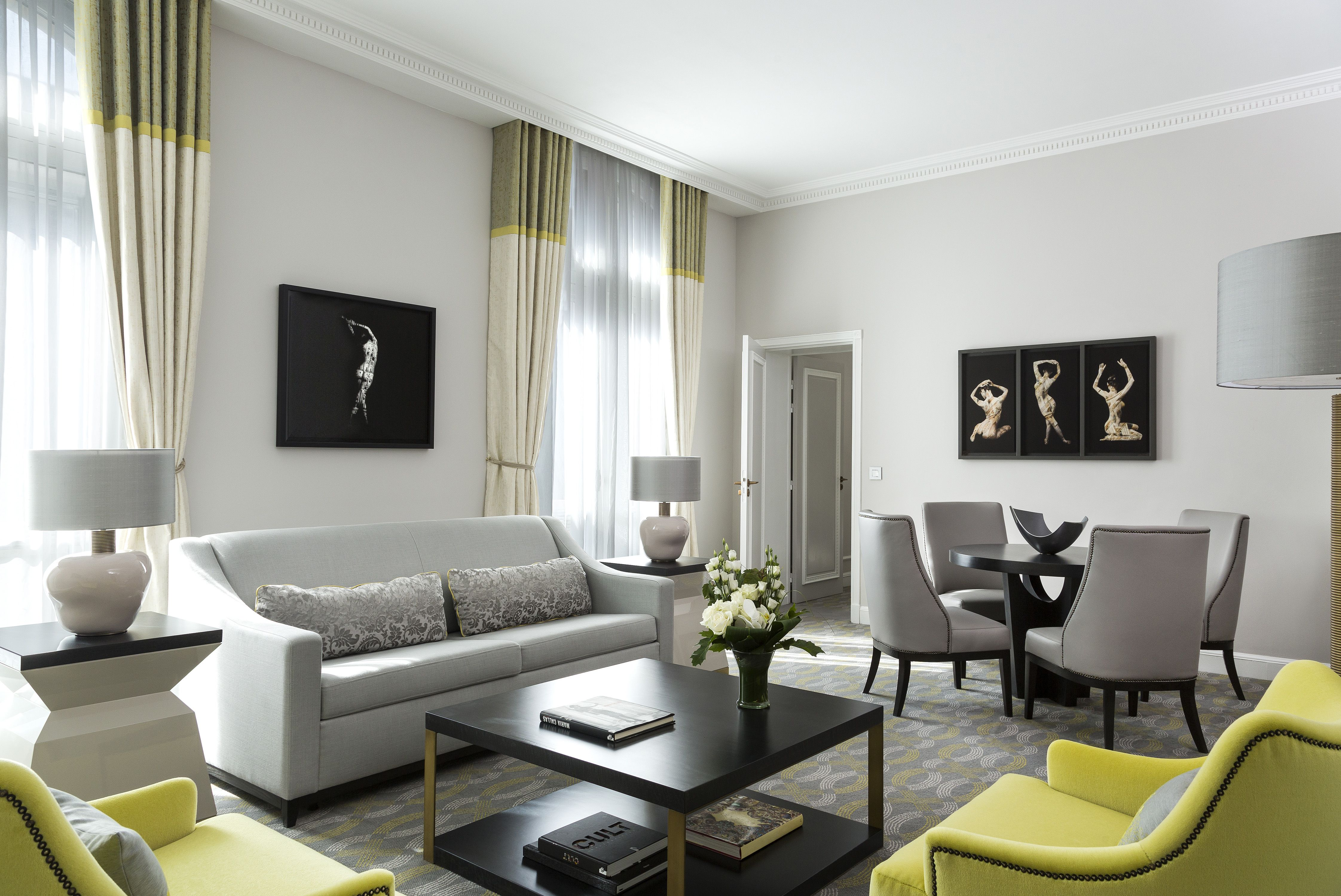 Salle De Bain Couloir Plan ~ Living Room Of Guestroom In The Hilton Paris Opera Hotel Paris
