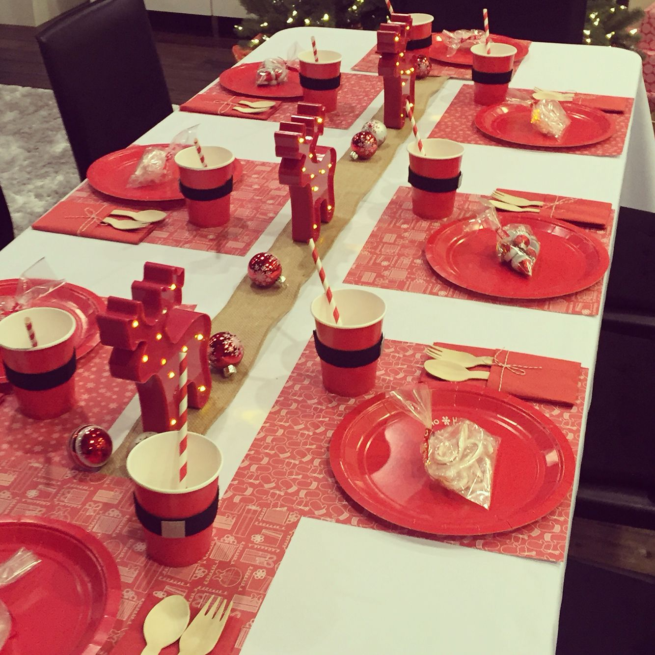 Holiday kids table