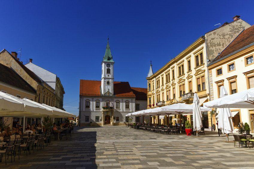 Trg Kralja Tomislava In Varazdin Day Trips From Zagreb 90 Km From Zagreb By Bus Visit Croatia In 2020 Visit Croatia Croatia Destinations Day Trips