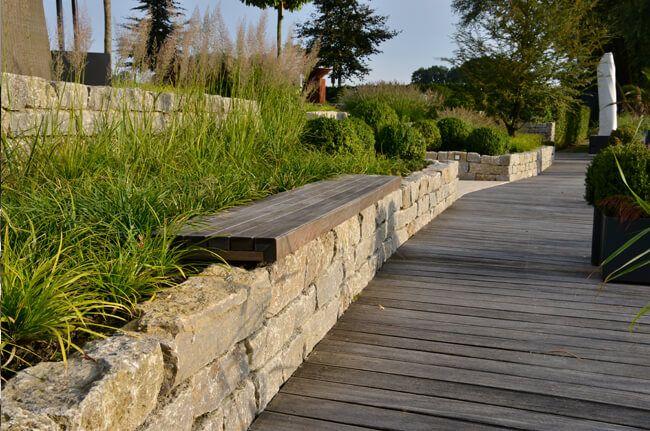 NatursteinmauermitSitzbänken.jpg (650×431) Steinmauer