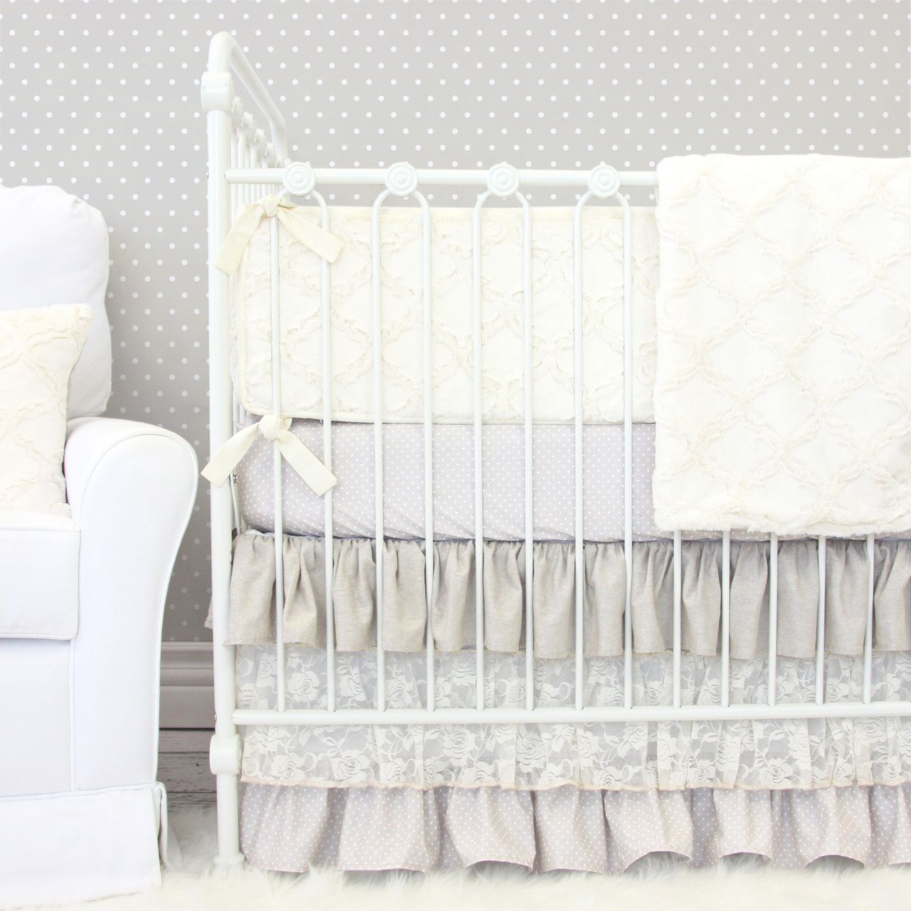 A neutral tone crib bedding that can look elegant