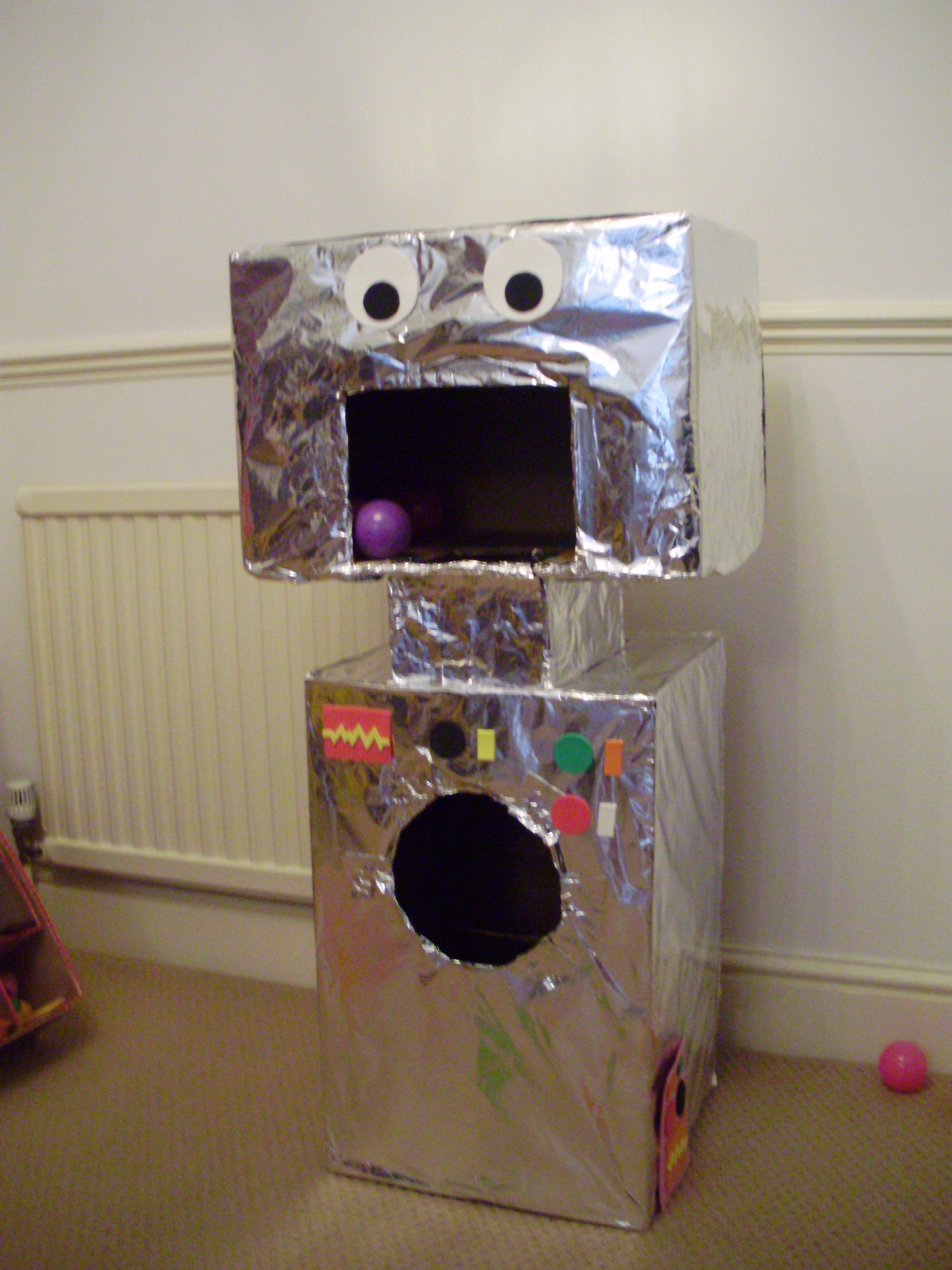 Photo of Ball game robot for my son's 3rd birthday party (gloverglover)