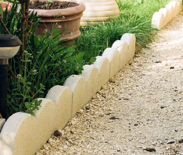 Comment r aliser des bordures de jardin solides beton for Bordure jardin beton
