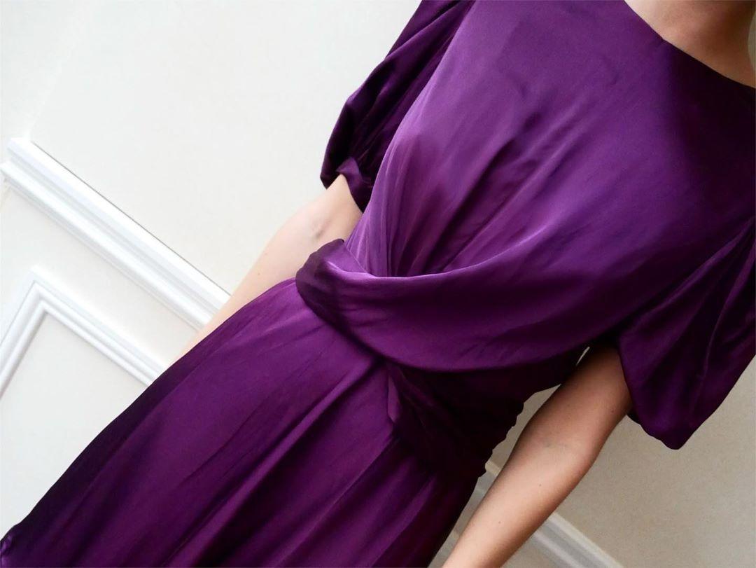 "Photo of CUSTOMMADE on Instagram: ""The Festive Favorite: Elana Dress"",  #antrekkJulebord #CUSTOMMADE #…"