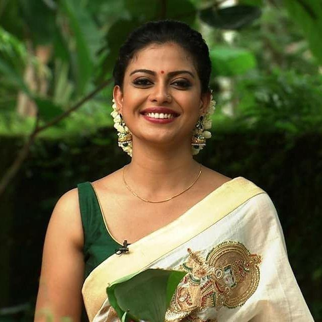 Easy Ladies Hairstyles In Kerala: Idea By 🖤MaRiA🖤 On Kerala Saree Designs