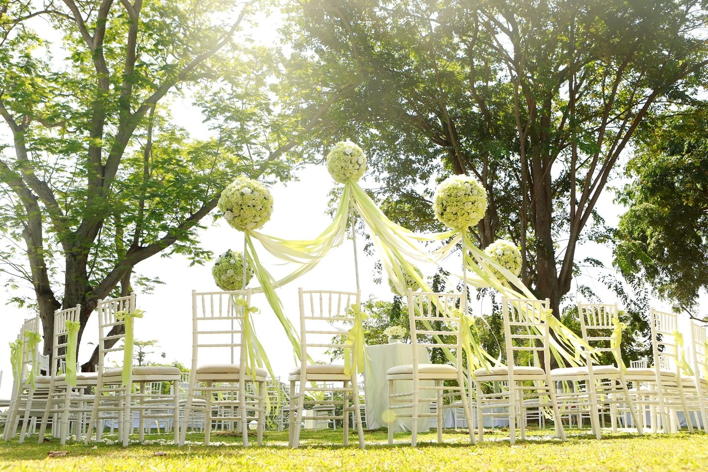 A garden themed wedding on the front lawn of Capella Singapore ...